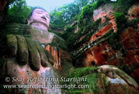 Colossal Le Shan Buddha by Seas Reflecting Starlight